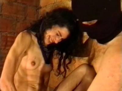 Dominanter Dom zwingt seine reifere Ficksklavin zum schmerzvollem Fetisch Sex