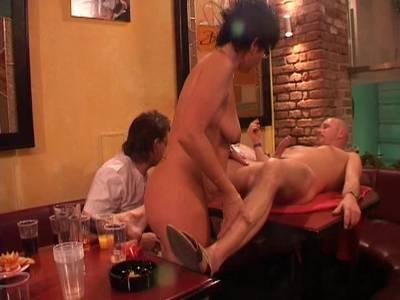 Swingerclub mit reifen Frauen Gruppensex mit geilen Omas